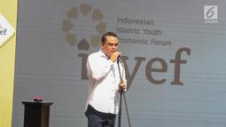Wakil Ketua Dewan Masjid Indonesia  Syafrudin memberikan sambutan saat peresmian tempat nongkrong Isyef Point di Masjid Cut Meutia, Jakarta, Selasa (20/11). Selain itu Menteri PAN-RB Syafruddin juga meluncurkan aplikasi Isyef. (Liputan6.com/Faizal Fanani)