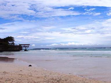Citizen6, Makasar:Tanjung Bira terletak di Bira, sebelah selatan Propinsi Sulawesi Selatan. Pantai ini sangat tenang dan asri, mengingat lokasinya yang berjarak 4-5 jam perjalanan dari pusat Kota Makasar. (Pengirim: Juny Angan Pratama)