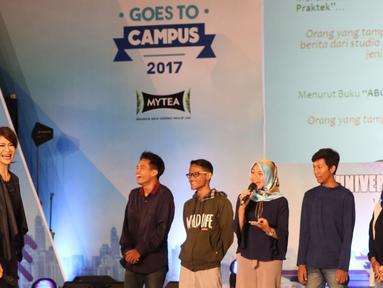 Pembawa berita senior Ira Koesno berbagi pengalaman sebagai seorang Jurnalis di Universitas Gadjah Mada, Yogyakarta, Rabu (1/11). Dalam acara EGTC 2017 Ira berbagi dan memberikan pengalamannya sebagai pembaca berita. (Liputan6.com/Helmi Afandi)