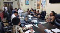 Menteri Agama (Menag) Lukman Hakim Saifuddin menggelar rapat di Kantor Urusan Haji, Jeddah. Dok Kemenag