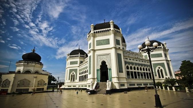 Masjid yang dibangun tahun 1906-1909 (sumber: wikipedia)