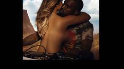 Kim memang kerap mengunggah foto topless sebelumnya. Termasuk dalam   videoklip milik Kanya West (Istimewa/tmz.com)