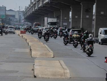 Trotoar di Tengah Jalan Kalimalang