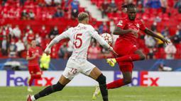 Sementara tuan rumah dipaksa bermain dengan 10 pemain pada hampir sepanjang babak kedua. Striker Youssef En-Nesyri dikeluarkan wasit karena mendapatkan kartu kuning kedua. (Foto: AP/Angel Fernandez)