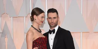 Model asal Namibia, Behati Prinsloo rupanya tengah dilanda kebahagiaan bersama sang suami Adam Levine, terlebih lagi Behati sedang hamil buah hati pertama. (AFP/Bintang.com)