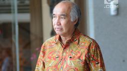 Komisaris PT Humpuss Transportasi Kimia Theo Lykatompesy usai menjalani pemeriksaan oleh penyidik di Gedung KPK, Jakarta, Kamis(16/5/2019). Theo Lykatompesy diperiksa sebagai saksi atas tersangka Anggota DPR F-Golkar Bowo Sidik Pangarso. (merdeka.com/Dwi Narwoko)