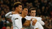 Selebrasi gol kedua bagi timnas Inggris, Trent Alexander-Arnold pada menit ke-25 memanfaatkan umpan J. Sancho pada laga persabahatan kontra Amerika Serikat yang berlangsung di Stadion Wembley, Inggris. Timnas Inggris menang 3-0. (AFP/Ian Kington)