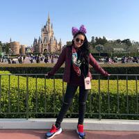 Ayu Ting Ting belum lama ini mengajak keluarganya liburan ke Jepang. Tak lama, Ayu beserta kedua orang tua, adik dan anak semata wayangnya hanya lima hari berada di negeri Sakura tersebut. (Instagram/ayutingting92)