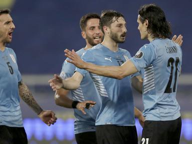 Uruguay meraih hasil positif pada laga Copa America 2021 dengan menekuk Paraguay. La Celeste menang tipis 1-0 atas Los Guaranies. (AP/Silvia Izquierdo)
