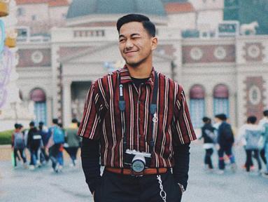 Pria yang akrab disapa Aip ini saat ini berkuliah di Universitas Padjajaran dan mengambil jurusan Hubungan Internasional. (Liputan6.com/IG/@ariefmeivio)
