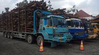 Empat truk ODOL yang disita petugas BPTP Riau Kepri diparkirkan di Terminal AKAP Pekanbaru. (Liputan6.com/M Syukur)