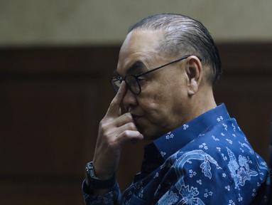 Terdakwa dugaan suap pembangunan PLTU Riau-1, Johannes Budisutrisno Kotjo saat menjalani sidang lanjutan di Pengadilan Tipikor, Jakarta, Senin (26/11). Sidang mendengar pembacaan tuntutan dari JPU KPK. (Liputan6.com/Helmi Fithriansyah)