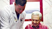 Bagaimanapun, seorang dokter juga manusia, mereka bisa sakit jantung layaknya orang dewasa pada umumnya
