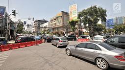 Kepadatan arus lalu lintas saat uji coba sistem satu arah (SSA) di Jalan H Agus Salim dan Jalan KH Wahid Hasyim, Jakarta, Selasa (9/10). Uji coba ini berlangsung pada tanggal 8 hingga 22 Oktober 2018. (Merdeka.com/Iqbal Nugroho)