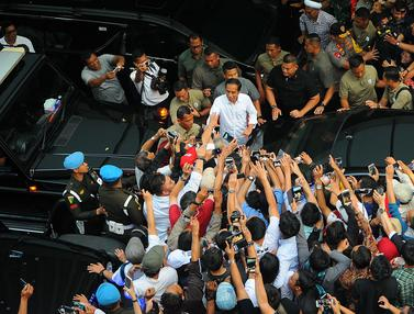 Jokowi Sapa Para Pendukung Usai Perhitungan Cepat