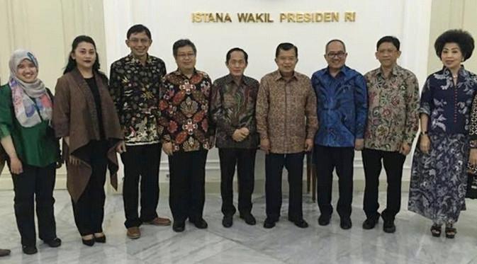 Panitia RKCI 2017 bersama Wakil Presiden Jusuf Kalla. Dok: ITB dan APIC