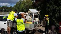 Muslim Ahmadiyah bantu korban banjir di Queensland, Australia. (Twitter/Ahmadi Muslims Logan)