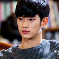 Kim Soo Hyun main di drama 'Producer'. Foto: Soompi