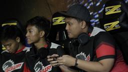 Tim Arena of Valor (AOV), GGWP, bersiap saat melawan SES pada laga The Battle of Youniverse di KLY Lounge, Jakarta, Jumat (7/12). GGWP berhasil mengalahkan SES. (Bola.com/Vitalis Yogi Trisna)