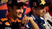 Dani Pedrosa saat terlibat persaingan dengan Jorge Lorenzo di MotoGP 2012. (Zimbio)