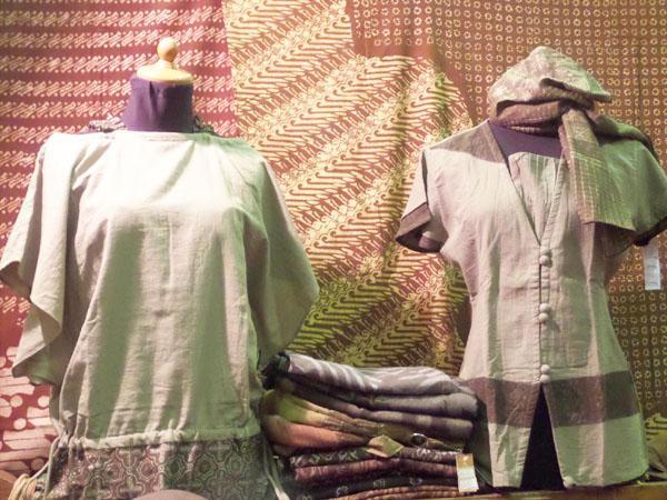 Beberapa koleksi kain batik Flo Natural Dyes/ copyright by Vemale.com