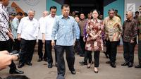 Wakil Presiden RI, Jusuf Kalla meninggalkan gedung Inasgoc usai menghadiri rapat di gedung Inasgoc di Jakarta, Selasa (18/7). Rapat membahas persiapan pelaksanaan Asian Games 2018. (Liputan6.com/Helmi Fithriansyah)