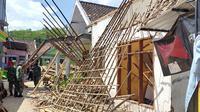 Rumah warga di Desa Majangtengah, Dampit, Kabupaten Malang, rusak parah terdampak gempa yang terjadi pada Sabtu, 10 April 2021 (Liputan6.com/Zainul Arifin)