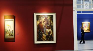 Sejumlah karya lukisan dipajang saat persiapan pameran lukisan koleksi Istana di Galeri Nasional, Jakarta, Senin (31/7). Pameran lukisan tersebut akan di buka untuk umum pada tagal 2 Agustus 2017 mendatang. (Liputan6.com/Angga Yuniar)