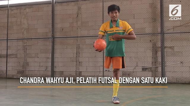 Chandra Wahyu Aji adalah seorang pelatih futsal dengan satu kaki. Walaupun berbeda dengan pelatih futsal yang lain, tidak mengurangi kerja keras ia melatih futsal.