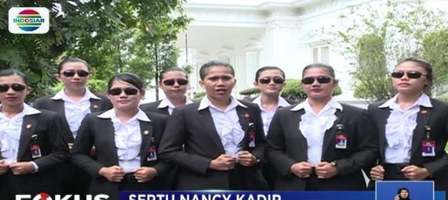 Implementasikan semangat perjuangan RA Kartini, Presiden Jokowi minta dikawal paspampres wanita.