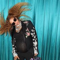 Beyonce yang kini tengah mengandung anak kembarnya selalu menjadi sorotan publik. Setelah foto hamilnya beberapa waktu lalu yang disebut mencontoh penyanyi lain, kini Beyonce kembali tersiar soal yang lain. (Instagram/Beyonce)