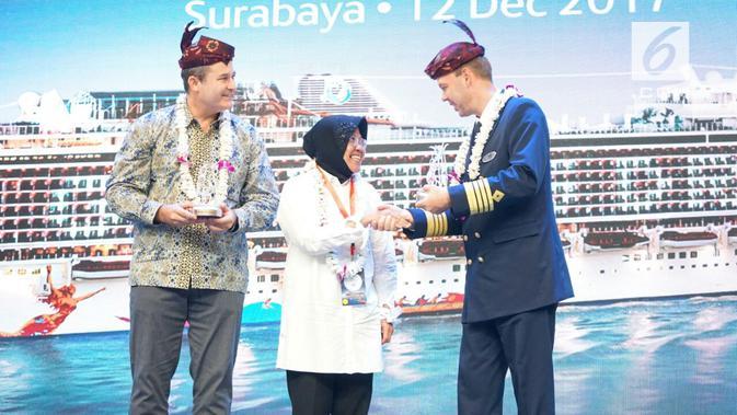 Wali Kota Surabaya Tri Rismaharini melakukan sambutan sekaligus ship tour di atas kapal pesiar terbesar se-Asia Tenggara, Genting Dream Cruise. (Dian Kurniawan/ )