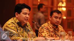 Ketua KPU, Husni Kamil Manik (kiri) memimpin Evaluasi Tahapan Penyelenggaraan Pilkada Serentak 2015 di Jakarta, Senin (15/2/2016). Bersama sejumlah pihak terkait, KPU melakukan evaluasi pelaksanaan Pilkada Serentak 2015. (Liputan6.com/Helmi Fithriansyah)