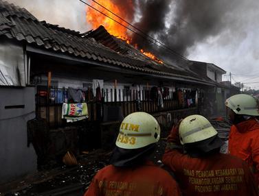 Pemukiman di Kawasan Senen Terbakar