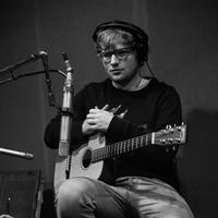 Akibat dari kecelakaan yang dialaminya itu, tentunya konser yang akan digelar Ed Sheeran menjadi ikut terhambat. Untuk itu, ia juga menuliskan permohonan doa agar konsernya tetap berjalan lancar. (Instagram/teddysphotos)