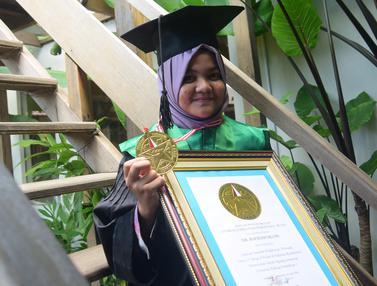 20160421-Luar Biasa, Hijabers Cantik Ini Raih Gelar Dokter di Usia 17 Tahun-Semarang