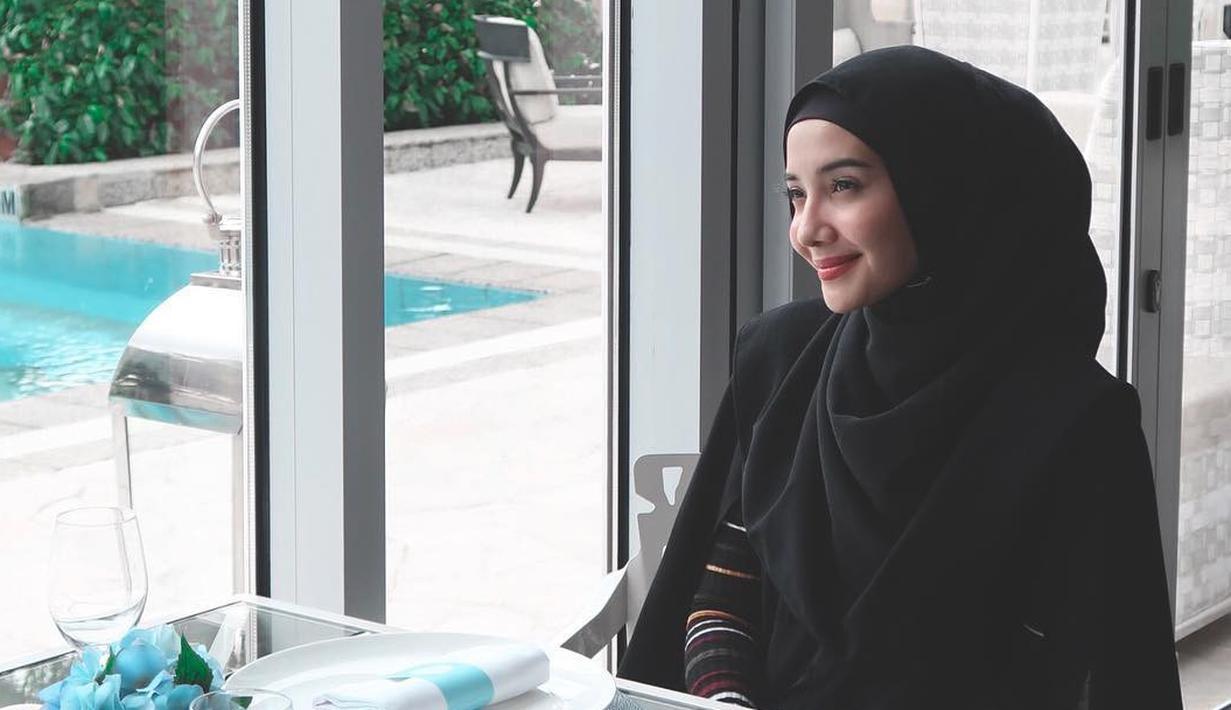 Berhijab 8 Artis Indonesia Ini Rintis Bisnis Baju