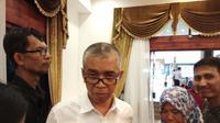 Kepala Dinas Pendidikan (Disdik) Sumsel Widodo saat ditanyai tentang kasus OTT dugaan pungli saber yang menyeret anak buahnya (Liputan6.com / Nefri Inge)