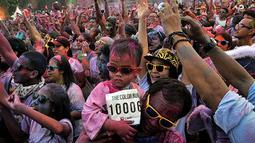 Beberapa peserta merupakan keluarga yang membawa anak balita ikut serta bermandi warna (Liputan6.com/Johan Tallo)