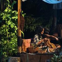 Maudy Koesnaedi pementasan orang rimba. (Bambang E Ros/Fimela.com)