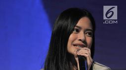 Selebgram Hanggini P Retto memaparkan penjelasan saat diskusi dalam XYZ Day 2018 di The Hall, Senayan City, Jakarta, Rabu (25/4). Diskusi ini membahas seputar perjalanan dan kiat menjadi seleb di media sosial sejak usia dini. (Merdeka.com/Iqbal S Nugroho)