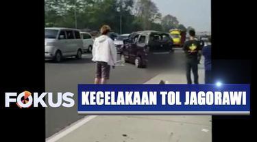 Kecelakaan disebabkan karena mobil mengalami pecah ban belakang yang mengakibatkan kendaraan oleng dan terguling.