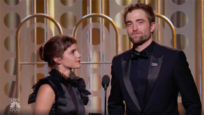 Emma Watson dan Robert Pattinson di Golden Globes 2018. (hollywoodlife.com)