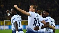 Selebrasi gol Harry Kane pada leg kedua, babak 16 besar Liga Champions yang berlangsung di Stadion Signal Iduna Park, Dortmund, Rabu (6/3). Tottenham Hotspur menang 1-0 atas Dortmund. (AFP/John Macdougall)