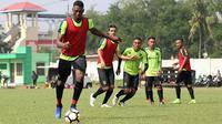 Striker asing Persebaya, Amido Balde. (Bola.com/Aditya Wany)