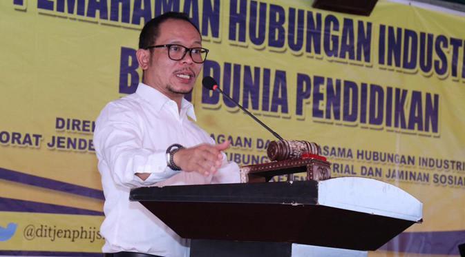Menteri Ketenagakerjaan M. Hanif Dakhiri memberikan sosialisasi pemahaman hubungan industrial bagi dunia pendidikan di SMK Merah Putih.