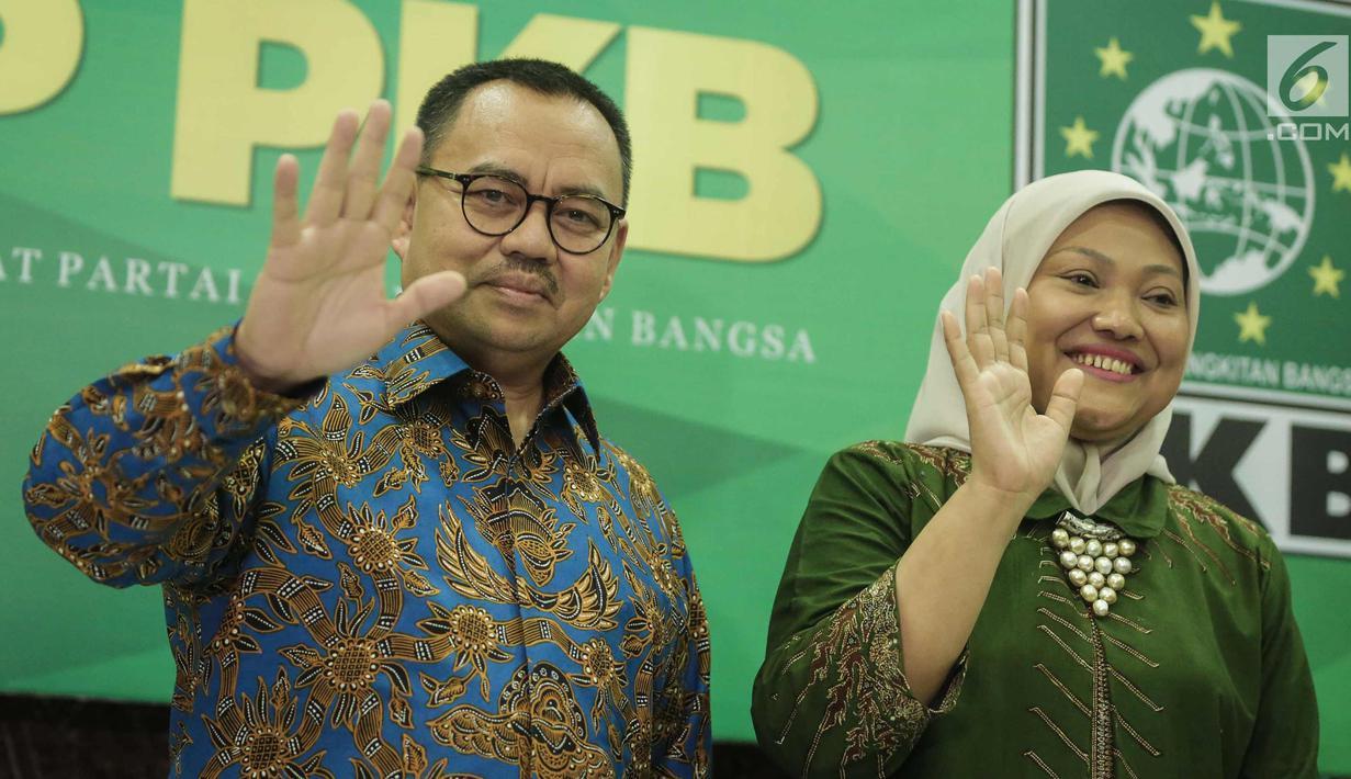 Cagub-Cawagub Jawa Tengah Sudirman Said dan Ida Fauziah saat deklarasi di Jakarta, Selasa (9/1). Pasangan Sudirman Said dan Ida Fauziah mendapat dukungan dari partai politik PKB, Gerindra, PAN dan PKS untuk Pilkada Jateng. (Liputan6.com/Faizal Fanani)