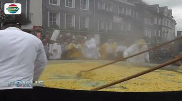 Ratusan orang di Malmedy, Belgia tampak antusias memasak dadar telur atau omelet raksasa.