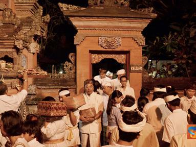 Citizen6, Cinere: Acara ini dihadiri oleh ratusan umat Hindu guna memperingati kemenangan kebaikan atas kejahatan. Selain itu juga guna mengucapkan rasa syukur atas segala rezeki yang telah diberikan. (Pengirim: Wisnu Harsakti)