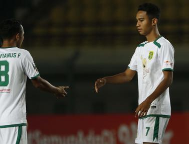 FOTO: Aksi Wonderkid Persebaya Bermain Bersama Kakaknya saat Melawan PS Sleman di Piala Menpora 2021